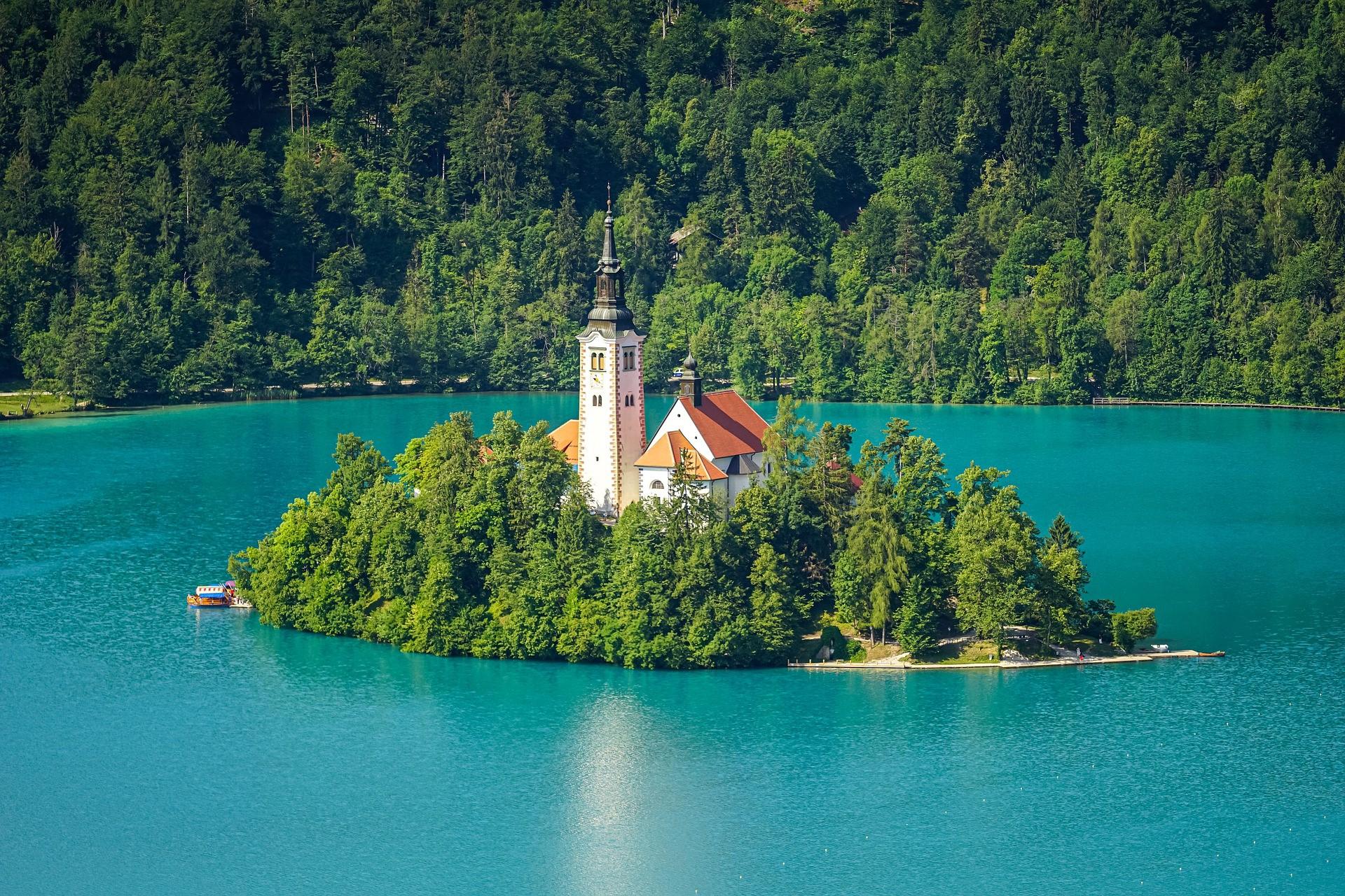 Garden village meer van Bled